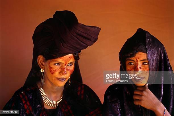 tuareg women - touareg photos et images de collection