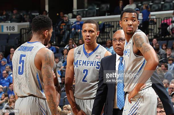 Tubby Smith head coach of the Memphis Tigers talks with Markel Crawford Jimario Rivers and KJ Lawson of the Memphis Tigers against the Central...