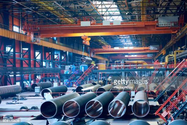 tubo de planta para produção de tubos grandes de rolamento - metalúrgico - fotografias e filmes do acervo