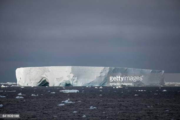 tubular icebergs, south orkneys - south orkney island stock pictures, royalty-free photos & images