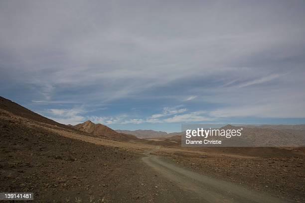 tucked away on the atlantic coast in the far northwest corner of south africa, the richtersveld's northern and eastern boarders are defined by the bend in the orange (gariep) river, northern cape province, south africa, africa - ナマクワランド ストックフォトと画像