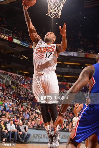 J Tucker of the Phoenix Suns shoots against the Los Angeles Clippers on March 4 2014 at US Airways Center in Phoenix Arizona NOTE TO USER User...