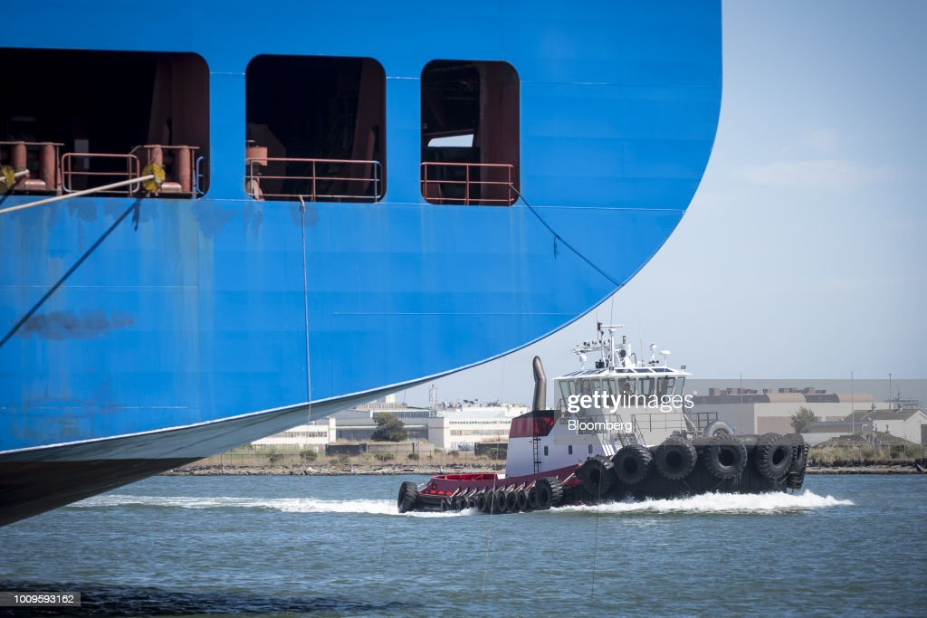 Fotos e imagens de operations at the port of oakland ahead of trade