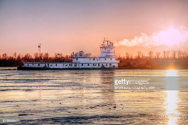 tugboat on the mississippi - mississippi river stock pictures, royalty-free photos & images