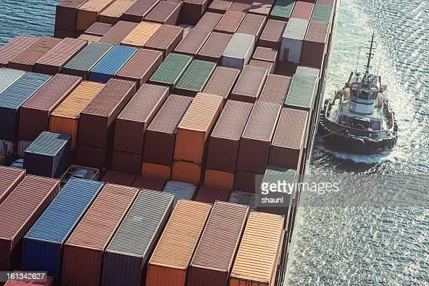 タグボート、貨物船