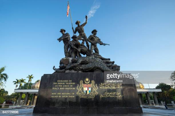 tugu negara (in local) or national monument is a monument to commemorate for those who died during world war ii. - shaifulzamri imagens e fotografias de stock