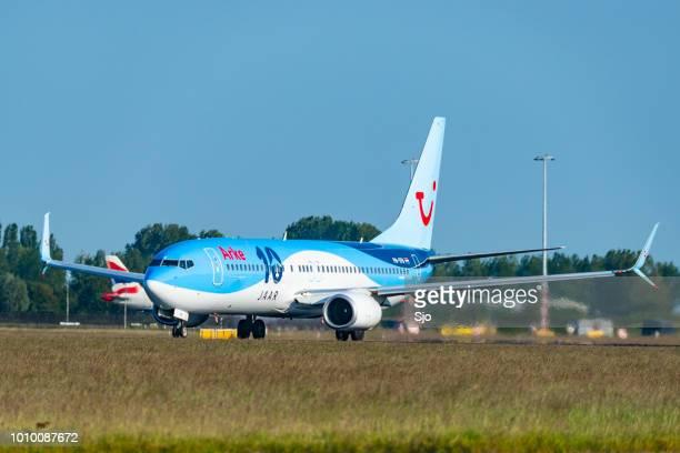 tui airlines arke boeing 737 flugzeug vom flughafen amsterdam schiphol - tui ag stock-fotos und bilder