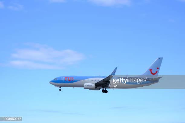 "avião tui boeing 737 pouso no aeroporto cristiano ronaldo na ilha madeira, portugal - ""sjoerd van der wal"" or ""sjo"" - fotografias e filmes do acervo"