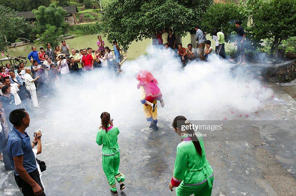 Tujia Ethnic People's Traditional Wedding In Houxi Township : News Photo