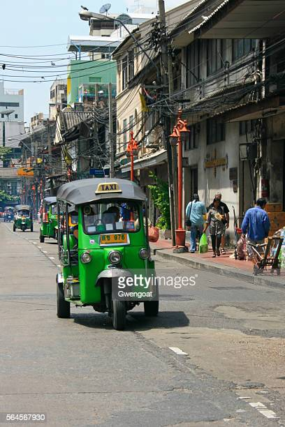 tuk tuk in bangkok - gwengoat stock pictures, royalty-free photos & images