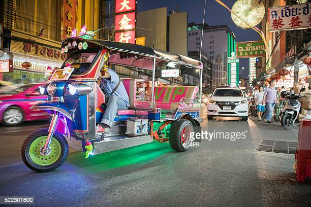 tuk-tuk, bangkok - auto rickshaw stock pictures, royalty-free photos & images