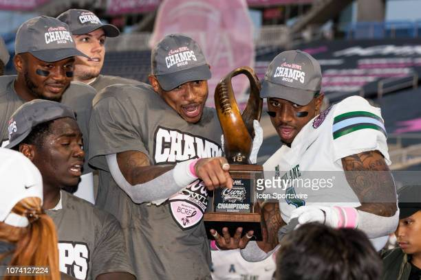 Tulane Green Wave players celebrate their victory at the AutoNation Cure Bowl against the Louisiana Ragin Cajuns on December 15 at Camping World...