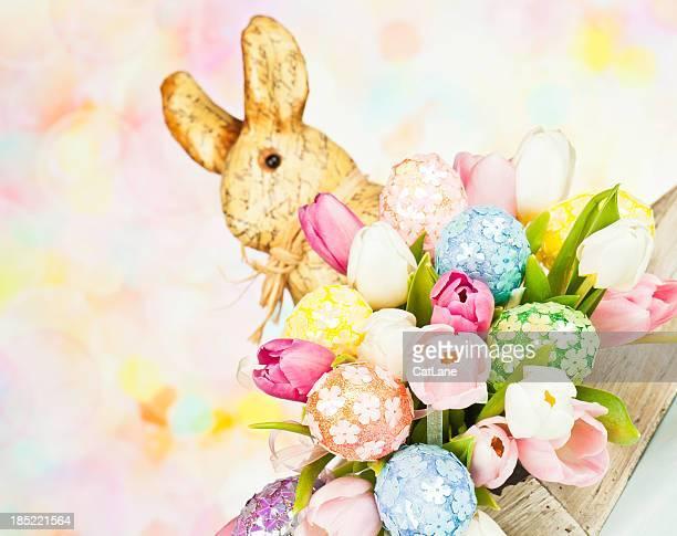 Tulip Bouquet mit Ostereiern und Kaninchen