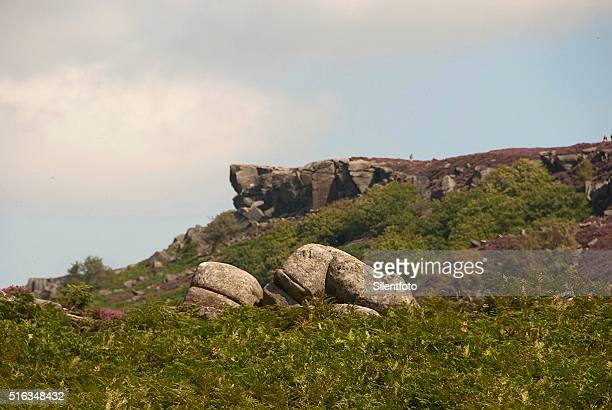 tumbled boulders, burbage valley, national peak district - escarpment stock pictures, royalty-free photos & images