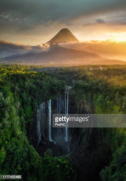 tumpak sewu waterfall ,lumajang, jawa, indonesia. beautiful natural scenery. - java indonesia fotografías e imágenes de stock