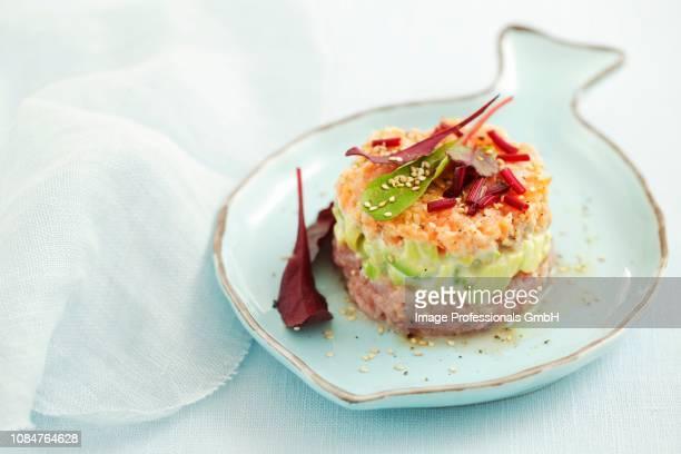 tuna and salmon tartar with avocado - rua stock-fotos und bilder