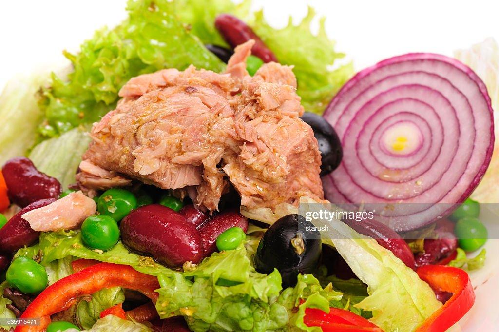 Atum e Salada de Legumes : Foto de stock