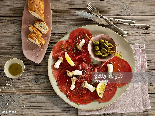 Tuna carpaccio with bread
