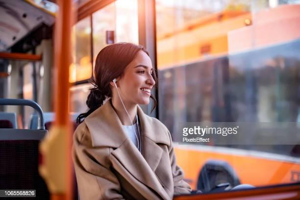 tunes da viaggiare - autobus foto e immagini stock