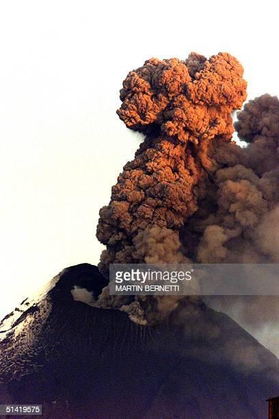 Tungurahua an Ecuadorian volcano erupts 07 September 2001 Una explosion de gases y cenizas se produjo en el volcan Tungurahua cuando se realizaba la...
