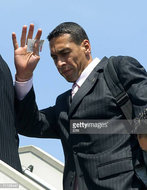 Tunisian national football team goalkeeper Ali Boumnijel waves as he boards a plane 05 June 2006 at Tunis airport as Tunisian team heads to Germnay...