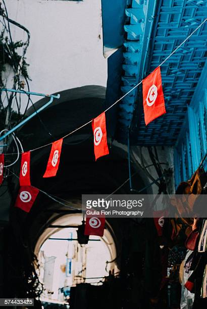 tunisian flag in tunis - drapeau tunisien photos et images de collection