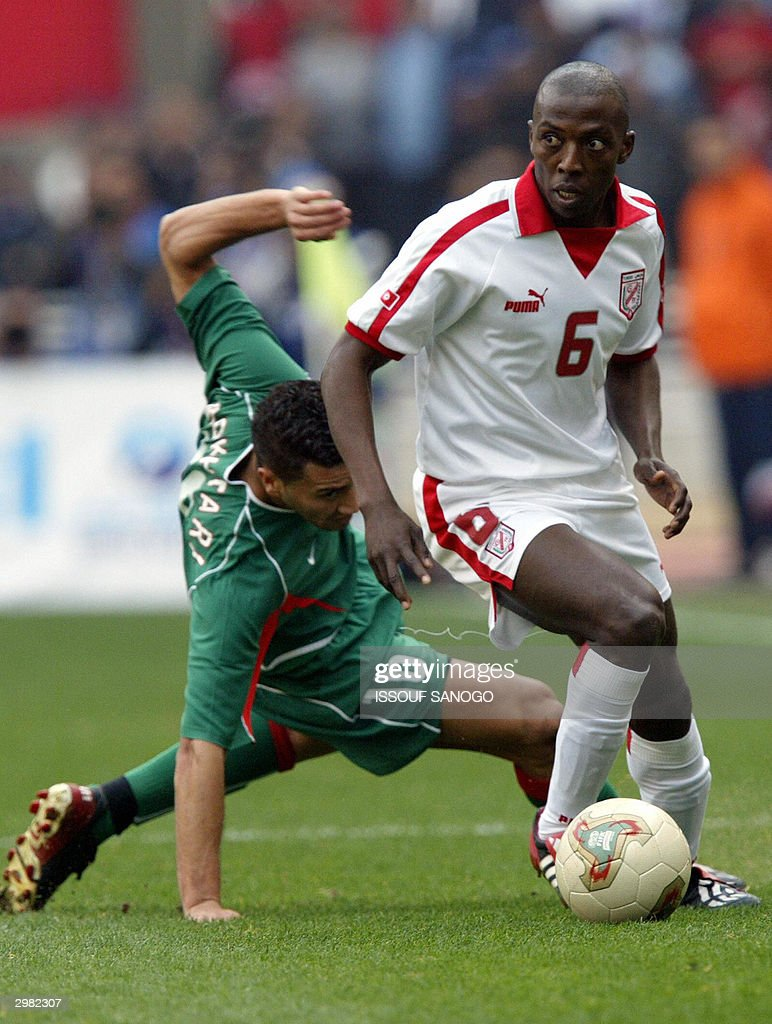 tunisian-hatem-trabelsi-fights-for-the-ball-with-moroccan-youssef-14-picture-id2982307