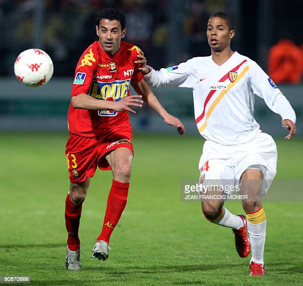 Tunisian Le Manss defender Sabeur Ben Frej fights for the ball with French Lenss forward Kevin Monnet Paquet during their French L1 football match on...