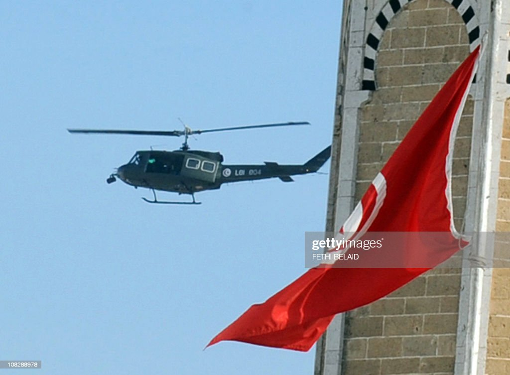 A Tunisian military helicopter flies ove : News Photo