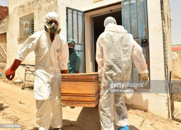 Tunisian municipality employees seen carrying a casket of a COVID-19 victim at the regional hospital during the coronavirus infections. The Covid-19...