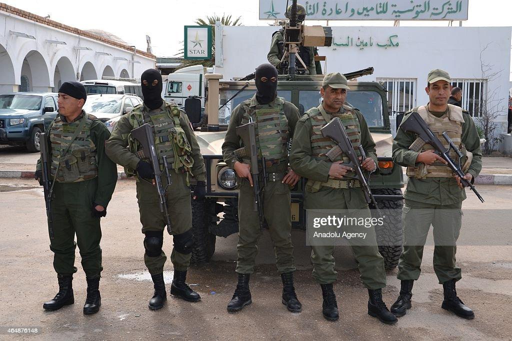 Prime Minister of Tunisia Habib Essid visist Ras Jedir Border Crossing : News Photo