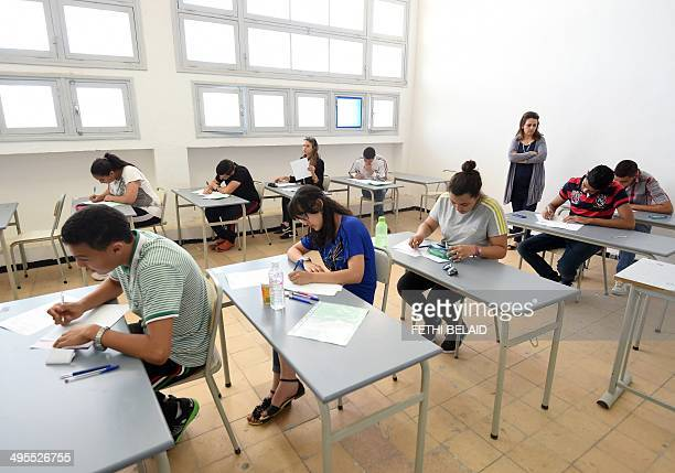 """Tunisian students take the """"baccalaureat"""" exam on June 4, 2014 in Tunis. AFP PHOTO / FETHI BELAID"""