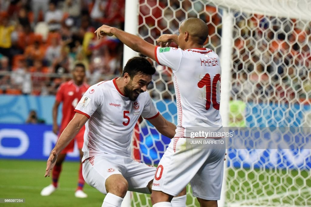 TOPSHOT - Tunisia's forward Wahbi Khazri (C) is congratulated by teammates after scoring a goal during the Russia 2018 World Cup Group G football match between Panama and Tunisia at the Mordovia Arena in Saransk on June 28, 2018. (Photo by JUAN BARRETO / AFP) / RESTRICTED
