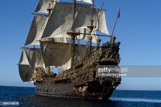 Tunisie septembre 1985 Le galion espagnol utilisé pour les besoins du film Pirates de Roman Polanski Le galion en mer voiles hissées et sa poupe