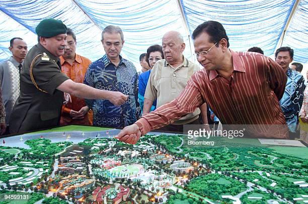 Tunku Ismail regent of Johor left Azman Mokhtar managing director of Khazanah Nasional Bhd second left Abdullah Ahmad badawi prime minister of...