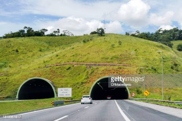 tunnel on the carvalho pinto highway. - crmacedonio photos et images de collection