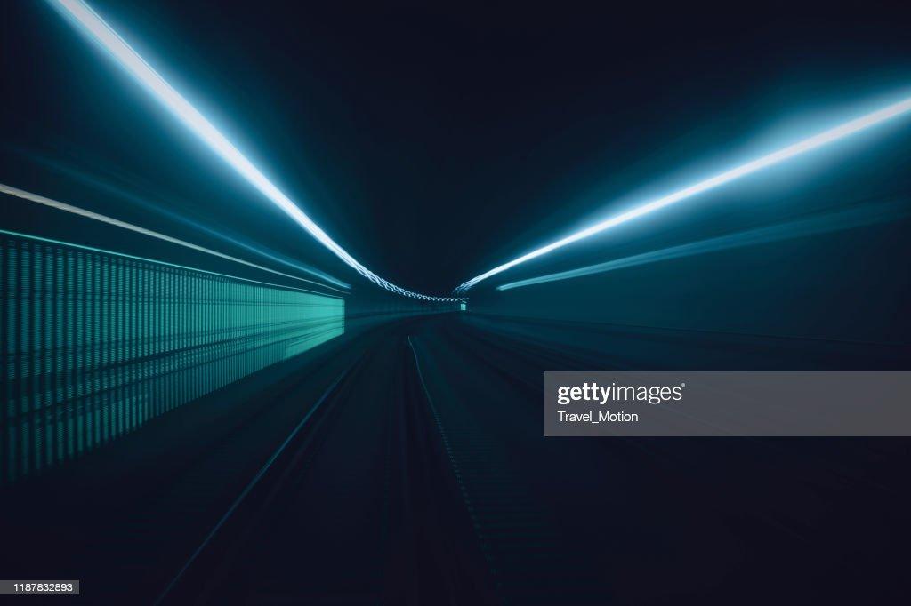 Trilhas da luz do movimento da velocidade do túnel : Foto de stock