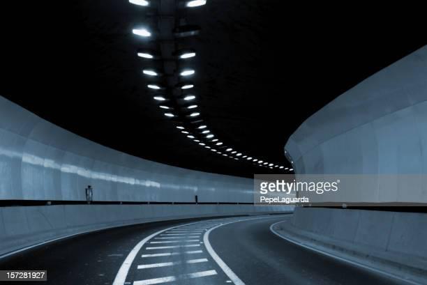 túnel a lo desconocido. - túnel fotografías e imágenes de stock
