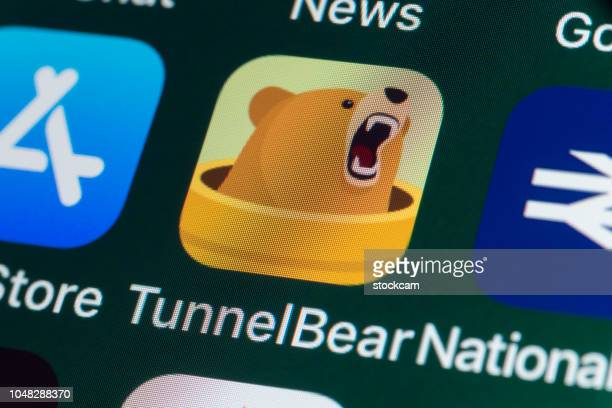 tunnelbear, de app store, de national rail en de andere apps op iphonescherm - vpn stockfoto's en -beelden
