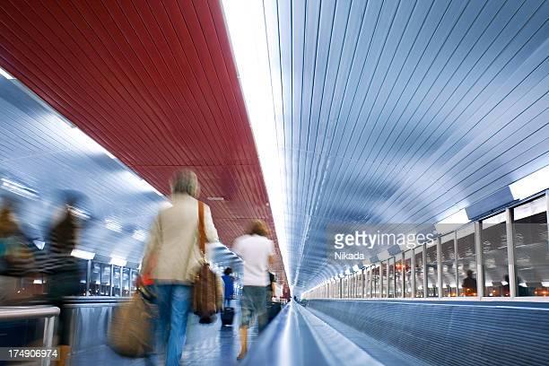 Tunnel-walkway