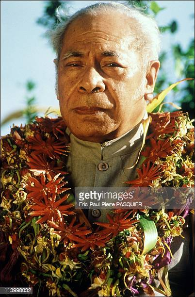 Tupou Iv, King Of Tonga In Tonga In 1995-The King may only wear certain specific flowers.