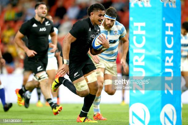Tupou Vaa'i of New Zealand scores a try during The Rugby Championship match between the Argentina Pumas and the New Zealand All Blacks at Suncorp...