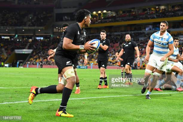 Tupou Vaa'i of the All Blacks crosses the tryline to score during The Rugby Championship match between the Argentina Pumas and the New Zealand All...
