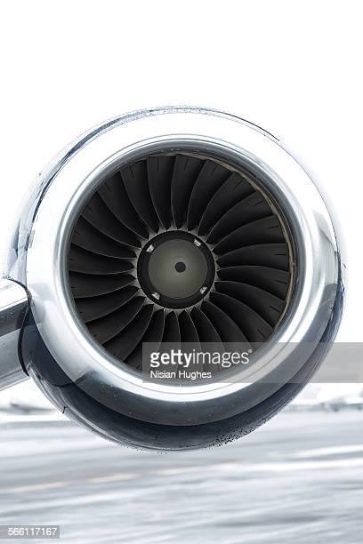 turbine engine of private jet - teilabschnitt stock-fotos und bilder
