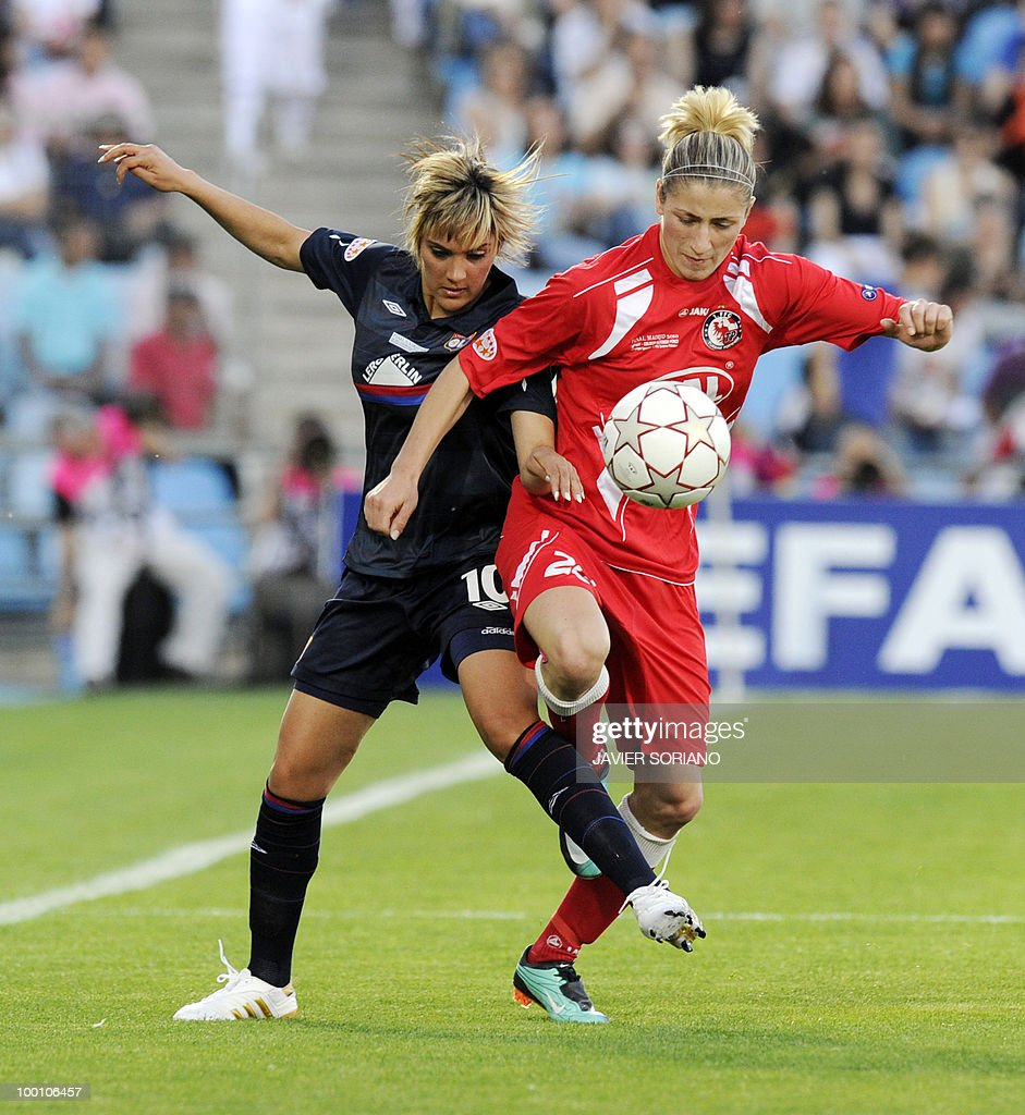 FFC Turbine Potsdam's defender Bianca Schmidt (R) vies with Olympique Lyonnais' midfielder Louisa Nécib (L) during their UEFA Women's Champions League final football match beetwen Olympique Lyonnais and FFC Turbine Potsdam at the Coliseum Alfonso Perez stadium in Getafe near Madrid on May 20, 2010.