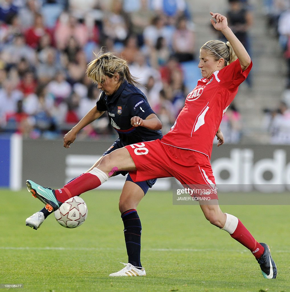 FFC Turbine Potsdam's defender Bianca Schmidt (R) vies with Olympique Lyonnais' midfielder Louisa Nécib (L) during their UEFA women's Champions League final football match beetwen Olympique Lyonnais and FFC Turbine Potsdam at the Coliseum Alfonso Perez stadium in Getafe on May 20, 2010. near Madrid.