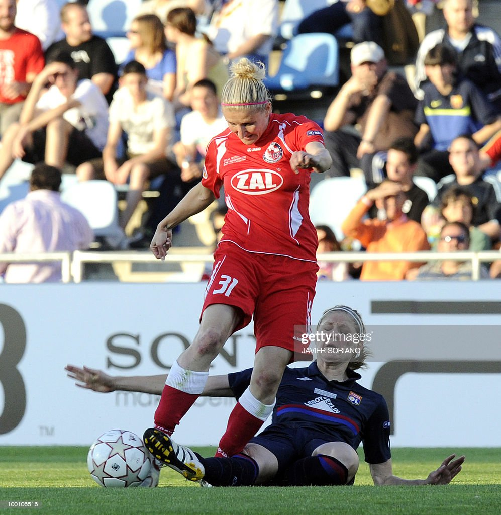 FFC Turbine Potsdam's forward Anja Mittag (L) vies with Olympique Lyonnais' midfielder Corine Franco (R) during their UEFA Women's Champions League final football match beetwen Olympique Lyonnais and FFC Turbine Potsdam at the Coliseum Alfonso Perez stadium in Getafe near Madrid on May 20, 2010.