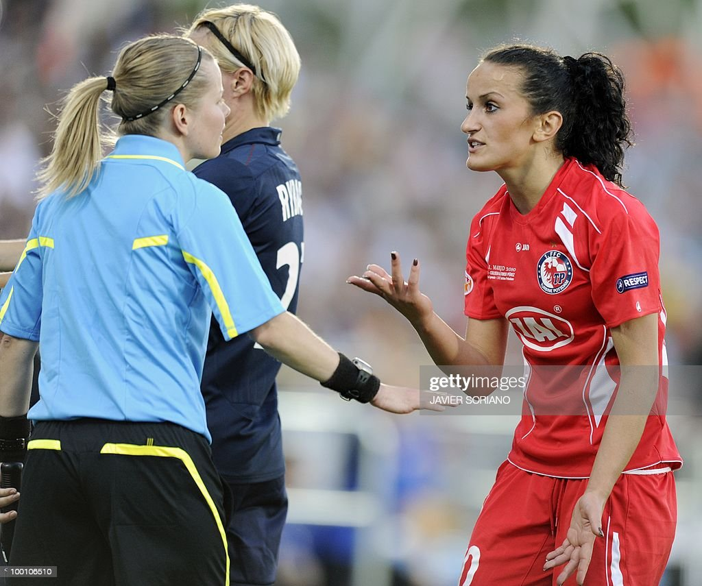 FFC Turbine Potsdam's midfielder Fatmire Bajramaj (R) argues with assistant referee during their UEFA women's Champions League final football match beetwen Olympique Lyonnais and FFC Turbine Potsdam at the Coliseum Alfonso Perez stadium in Getafe on May 20, 2010. near Madrid.