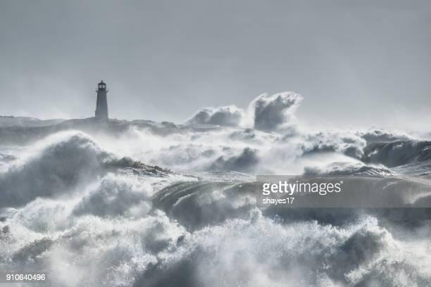turbulente ozean leuchtturm - leuchtturm sturm stock-fotos und bilder