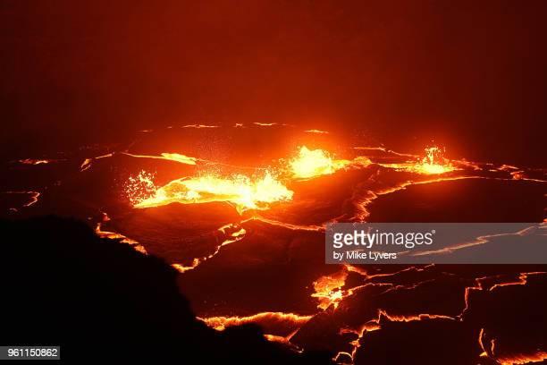turbulently churning lava lake, pu'u o'o crater of kilauea volcano, may 2011. - pu'u o'o vent stock pictures, royalty-free photos & images